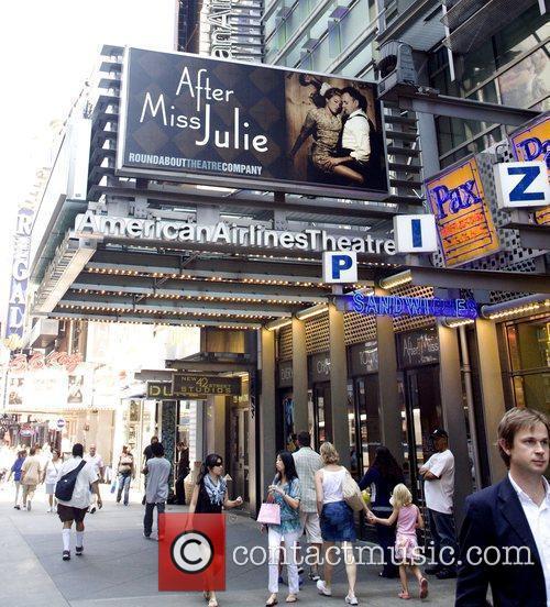 Sienna Miller and Jonny Lee Miller 5