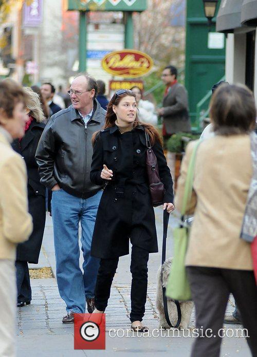 Ali Larter takes a break from filming 'Resident...