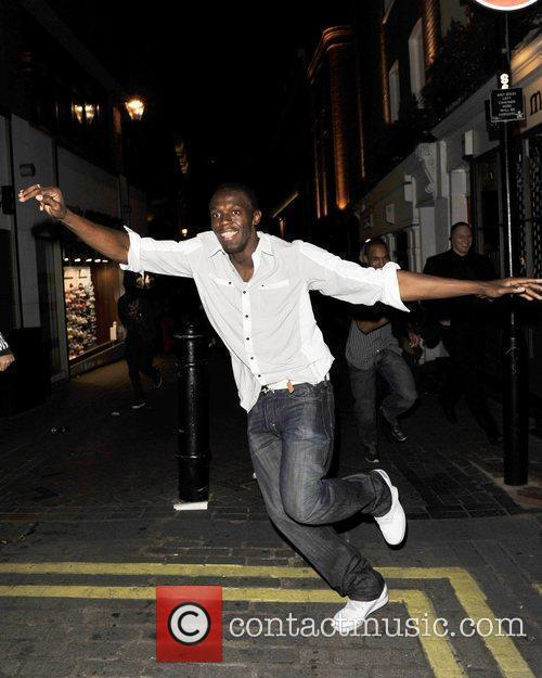 Usain Bolt Gives Photographers The Run Around As He Leaves Alto Nightclub With Friends 2