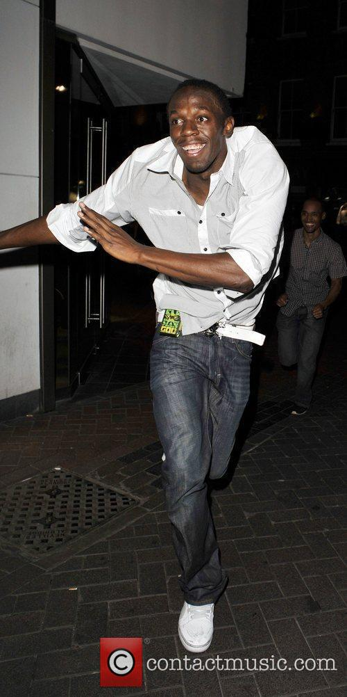 Usain Bolt Gives Photographers The Run Around As He Leaves Alto Nightclub With Friends 3