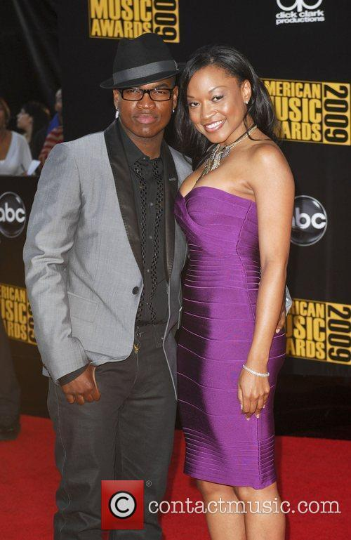 Ne-Yo and guest 2009 American Music Awards -...