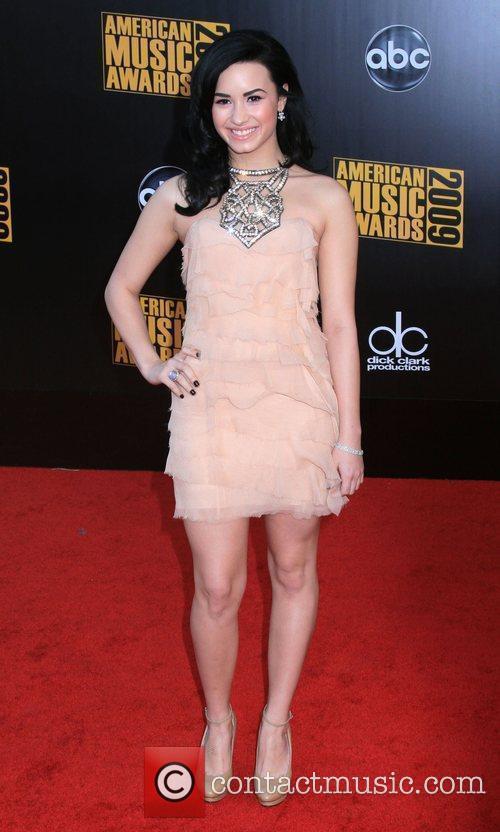 Demi Lovato 2009 American Music Awards - Arrivals...