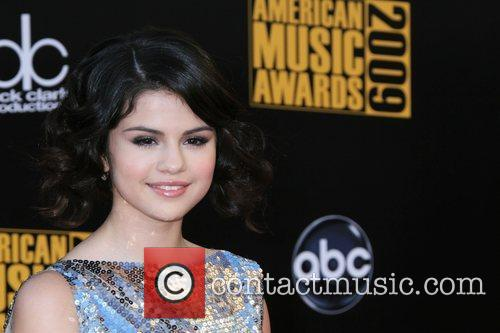 Selena Gomez 2009 American Music Awards - Arrivals...
