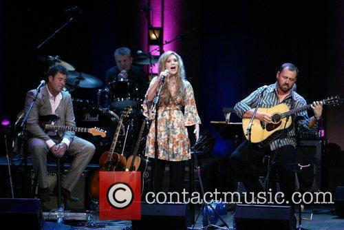 Vince Gill, Alison Krauss Challenge America, honoring wounded...