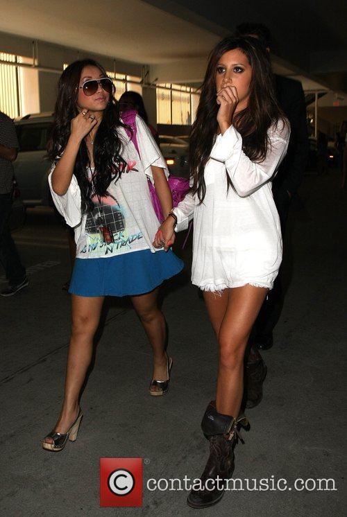 Brenda Song And Ashley Tisdale مرحبا