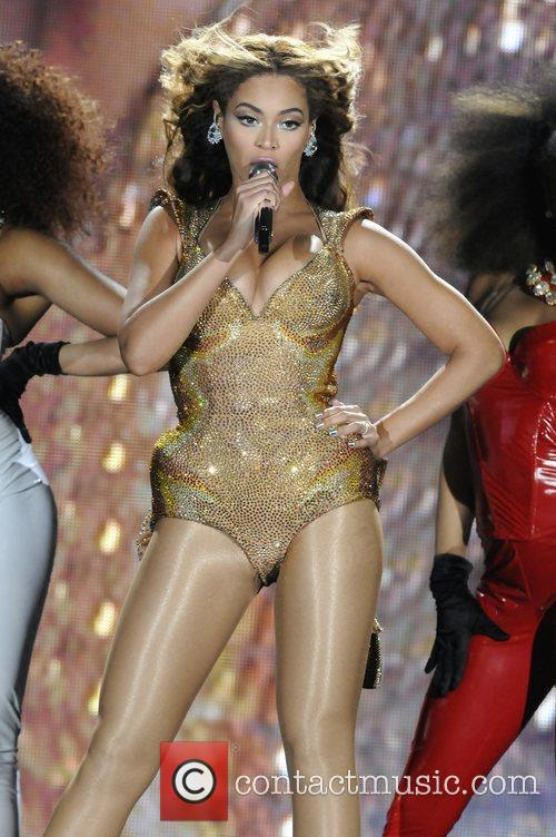 Beyonce Knowles and Staples Center 21