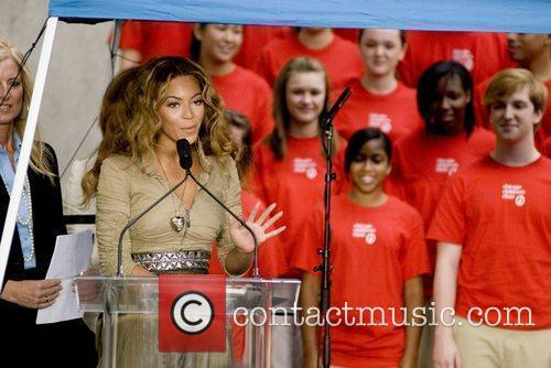 Beyonce Knowles and Chicago 5