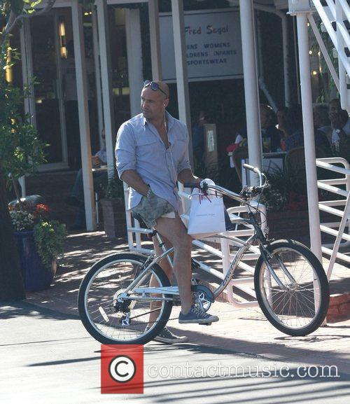 Billy Zane, Wearing Very Short Cut Off Shorts and Rides His Bicycle As He Leaves Fred Segal In West Hollywood 9