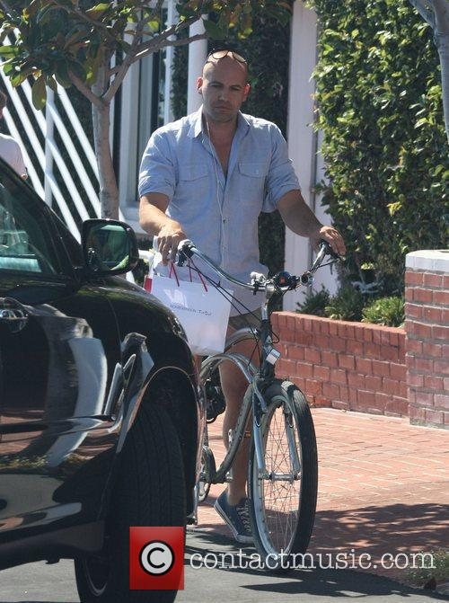 Billy Zane, Wearing Very Short Cut Off Shorts and Rides His Bicycle As He Leaves Fred Segal In West Hollywood 6