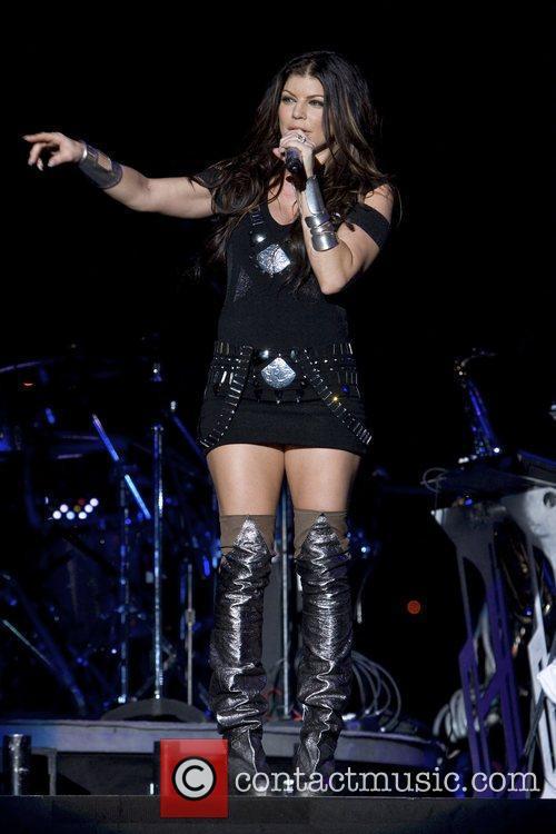 Fergie Black Eyed Peas open U2's 360 Tour...