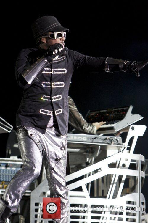 Will.i.am Black Eyed Peas open U2's 360 Tour...