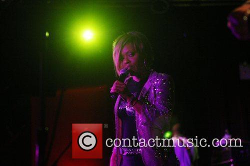 N'dea Davenport and Brand New Heavies 1