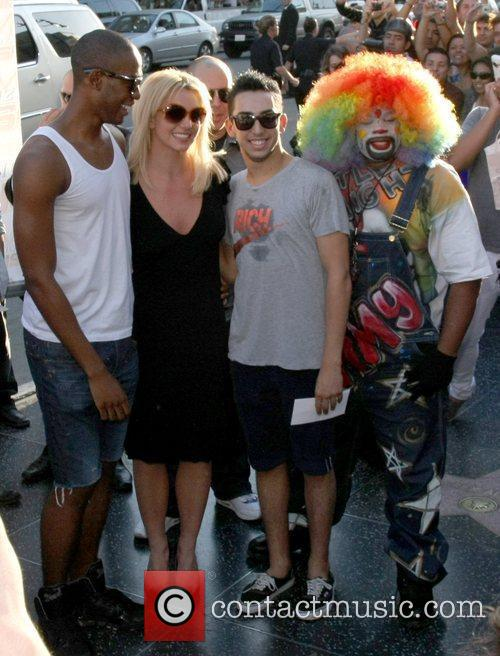 Britney Spears shows up on Hollywood Boulevard to...
