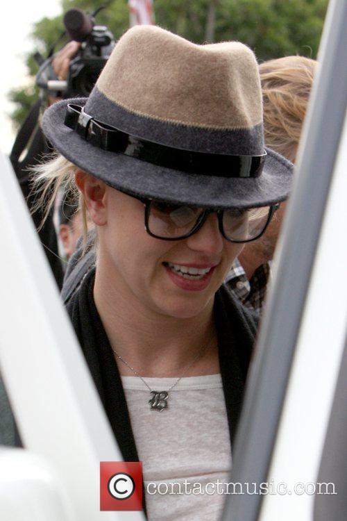 Britney Spears starts her 28th birthday celebrations by...