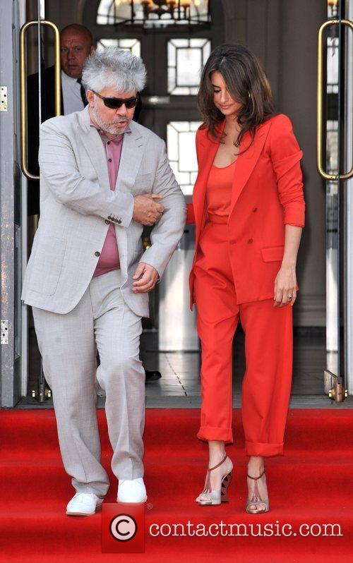 Pedro Almodovar and Penelope Cruz 7