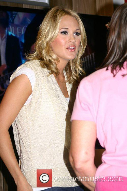 Carrie Underwood meets her fans and signs autographs...