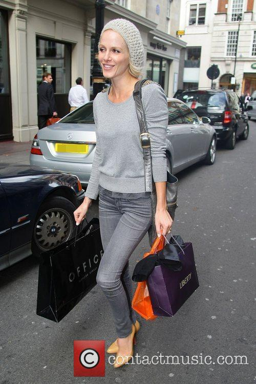 Returning to her hotel with some shopping