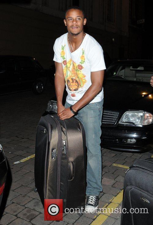 Vincent Kompany carries his luggage to his car...