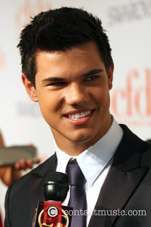 Taylor Lautner and Cfda Fashion Awards 1