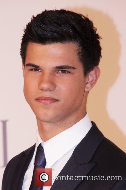 Taylor Lautner and Cfda Fashion Awards 2