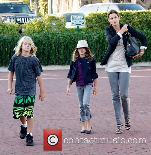 Cindy Crawford takes her children out for dinner...