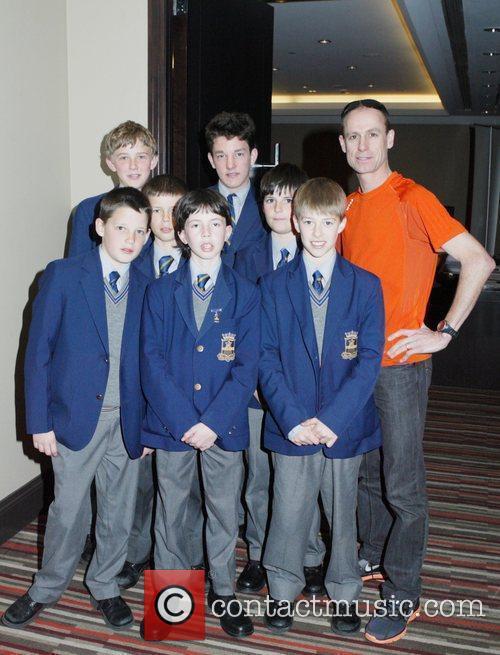 Australian marathon runner Steve Moneghetti with student runners...