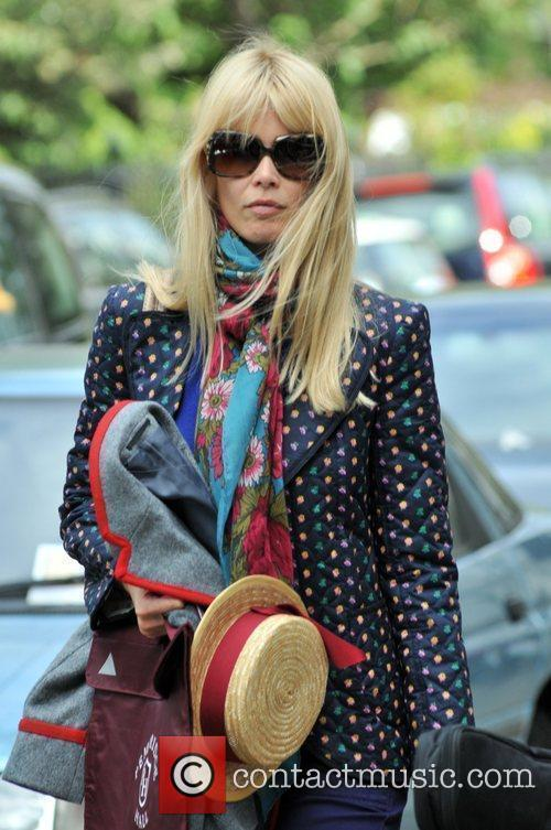 Claudia Schiffer picking up her children from school