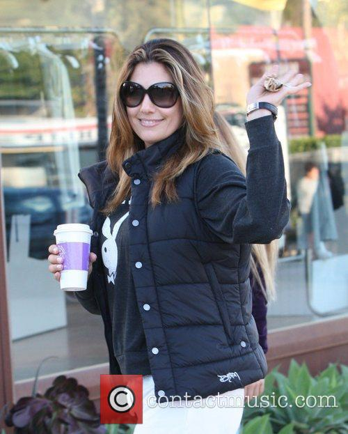 Daisy Fuentes carrying a drink in Corss Creek...