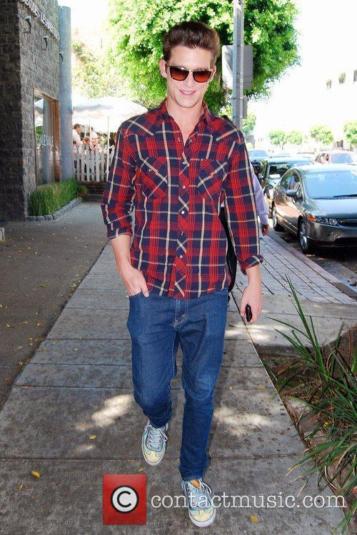 'the Secret Life Of The American Teenager' Star Daren Kagasoff Is Rad In Plaid As While Out 1