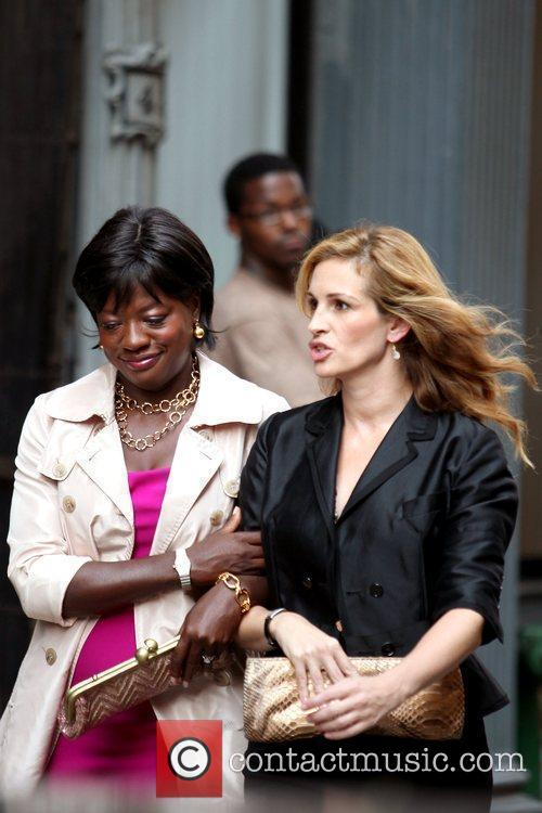 Viola Davis and Julia Roberts 3