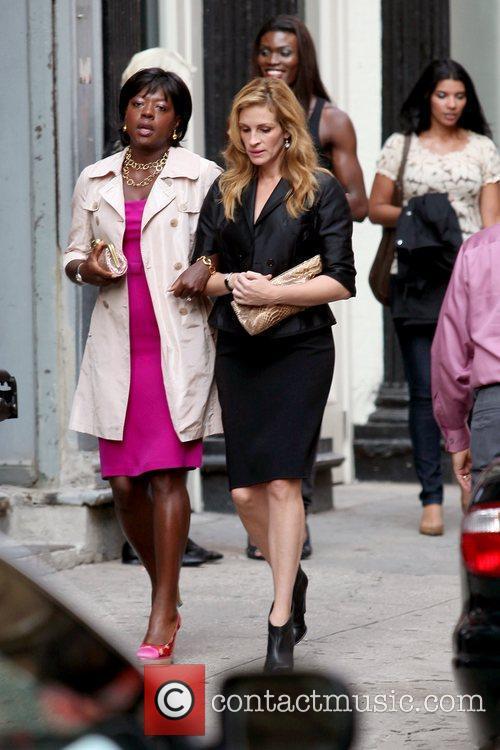 Viola Davis and Julia Roberts 8