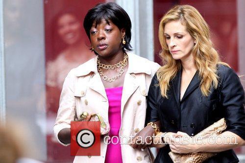 Viola Davis and Julia Roberts 10