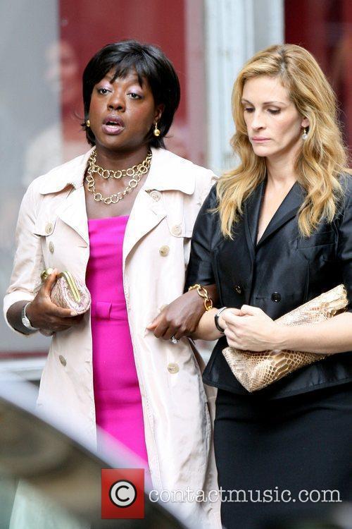 Viola Davis and Julia Roberts 13