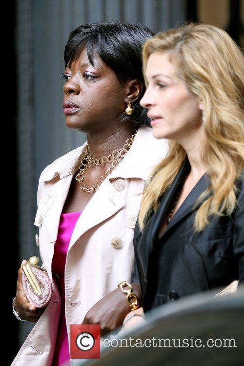 Viola Davis and Julia Roberts 15