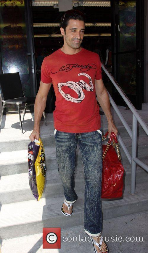 Gilles Marini Leaving Ed Hardy In Culver City With A Ladies Red Handbag 1