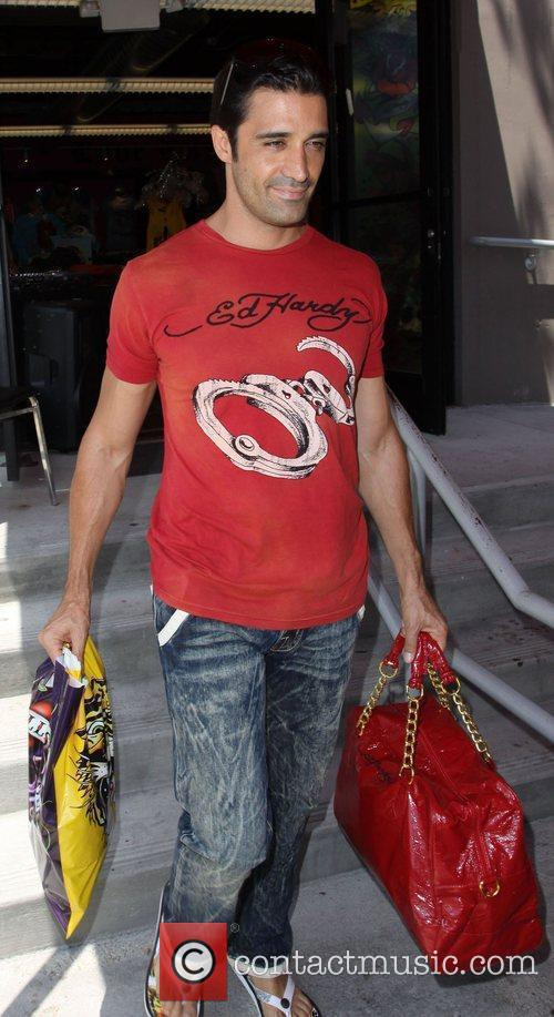 Gilles Marini Leaving Ed Hardy In Culver City With A Ladies Red Handbag 2