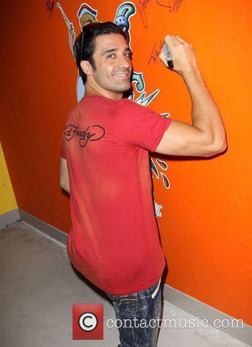 Gilles Marini Shopping At Ed Hardy In Culver City 11