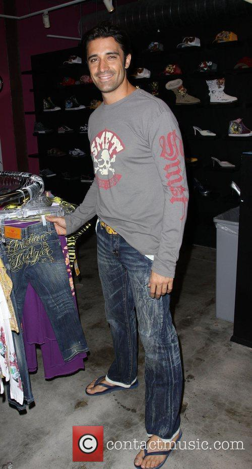 Gilles Marini Shopping At Ed Hardy In Culver City 5