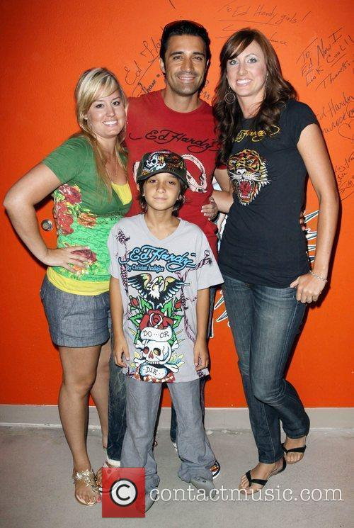 Gilles Marini Shopping At Ed Hardy In Culver City With His Son 1