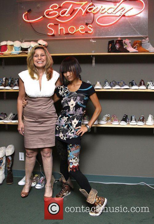 Bai Ling and Ceo Amy visits the Ed...