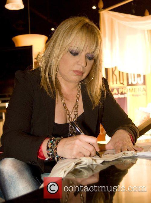 Latin Singer Ednita Nazario 5