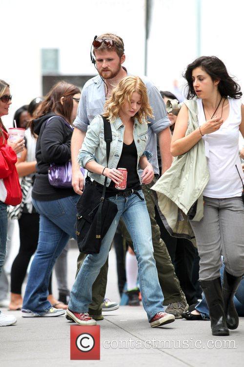 Emilie De Ravin Walk To Her Her Trailer During A Break On The Film Set Of 'remember Me' 11