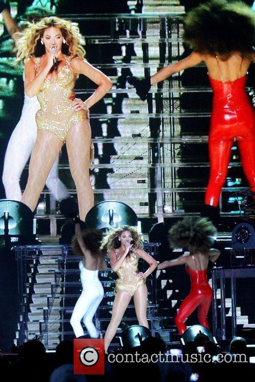 Performs at the The 2009 Essence Music Festival...