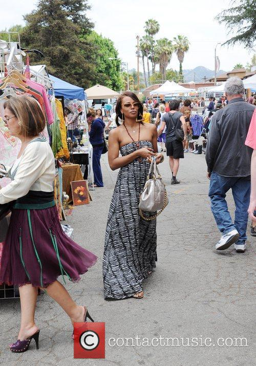 Eva Pigfoot shopping at Melrose flea market