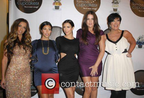 Guest, Kim Kardashian and Kourtney Kardashian 5
