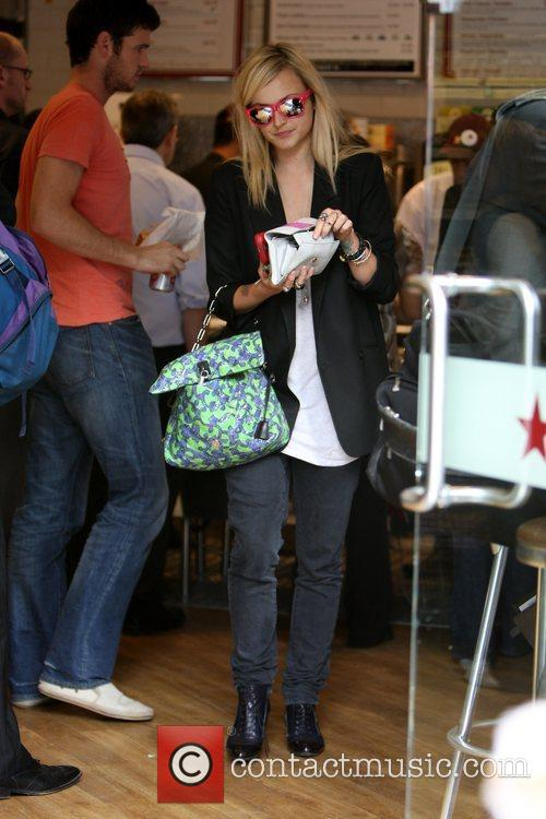 Fearne Cotton in Pret a Manger after leaving...