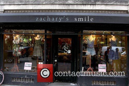 Frances Bean Cobain shopping at the vintage boutique...