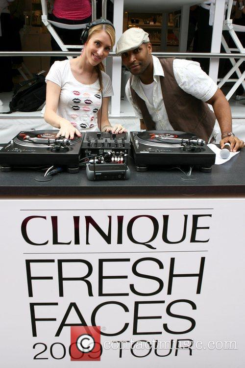 Taylor Momsen helps kick off Clinique and Teen...