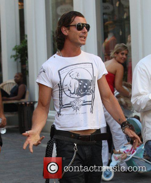 Gavin Rossdale finds time to shop prior to...