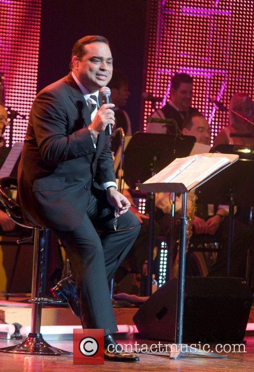 Latin Singer/bandleader Gilberto Santa Rosa 5